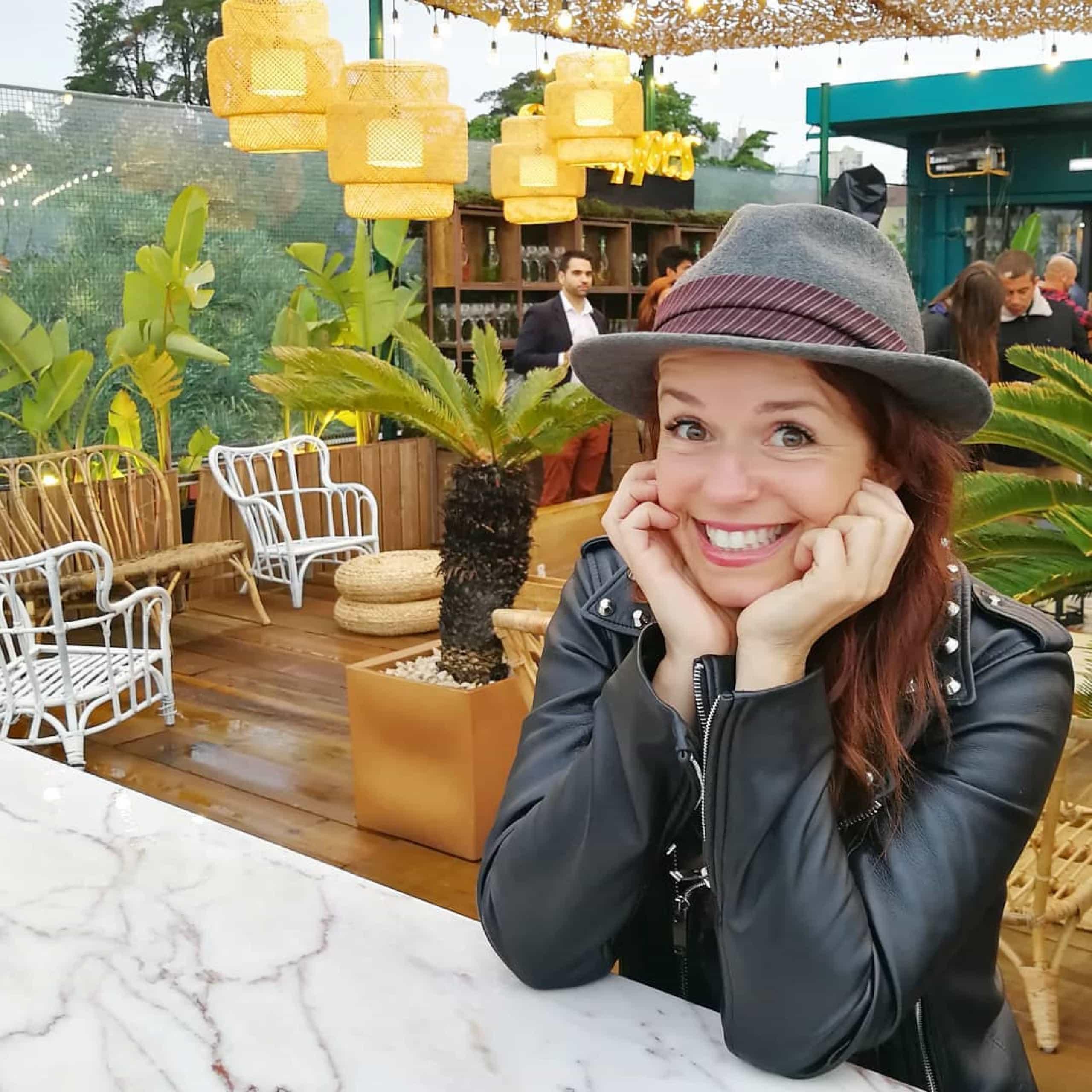 Madalena Brandão presta homenagem à mãe com fotos únicas