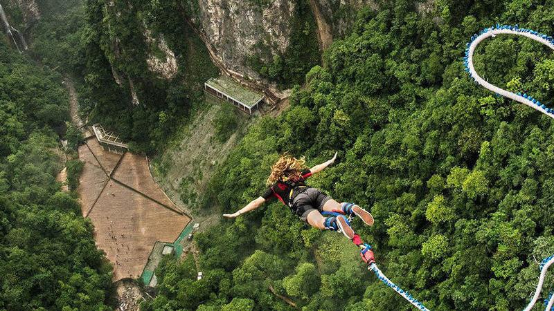 Abriu a maior plataforma de bungee jump do mundo. Os amantes de adrenalina vão adorar