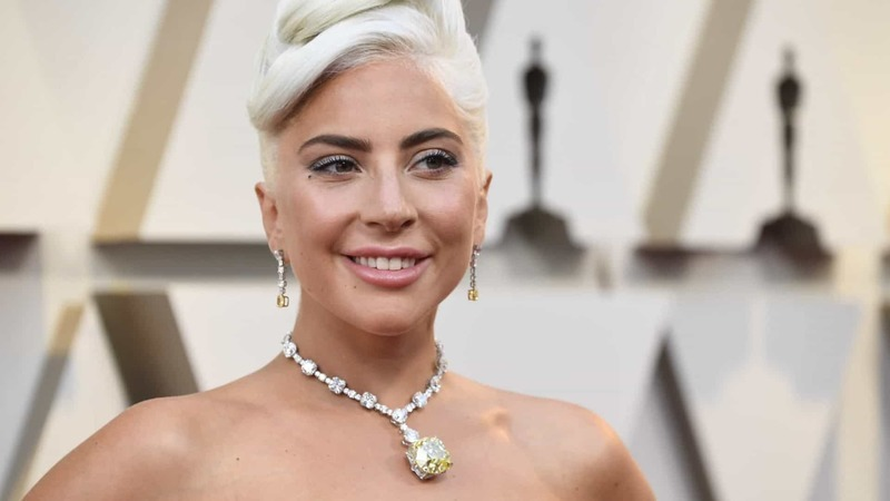 """Lady Gaga revela estar """"ansiosa"""" para ser mãe"""