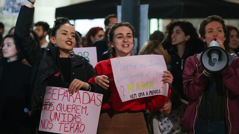 50 textos sobre 50 mulheres alertam para a violência doméstica em seis países