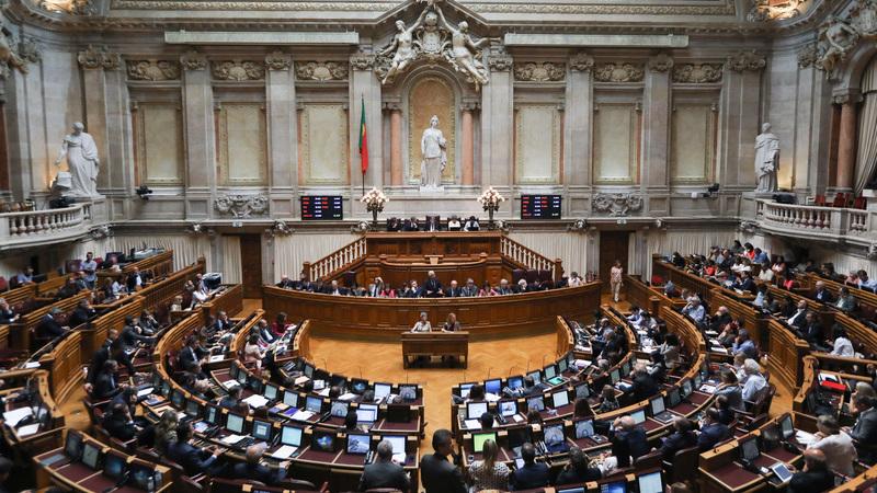 CDS abre debate quinzenal com contestação nas forças de segurança na agenda