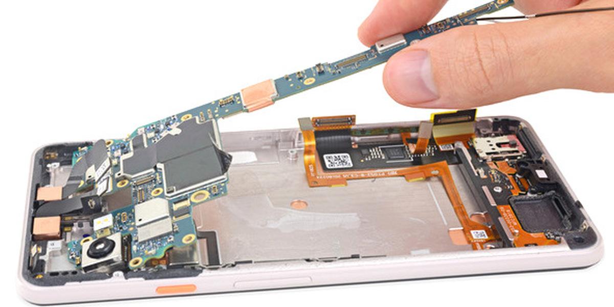 """Será fácil reparar o Pixel 3 XL? A iFixit """"torceu-lhe o nariz"""" e teve déjà-vu com velho conhecido..."""