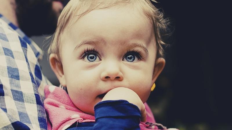 Um bebé com problemas auditivos poderá ter a aprendizagem comprometida