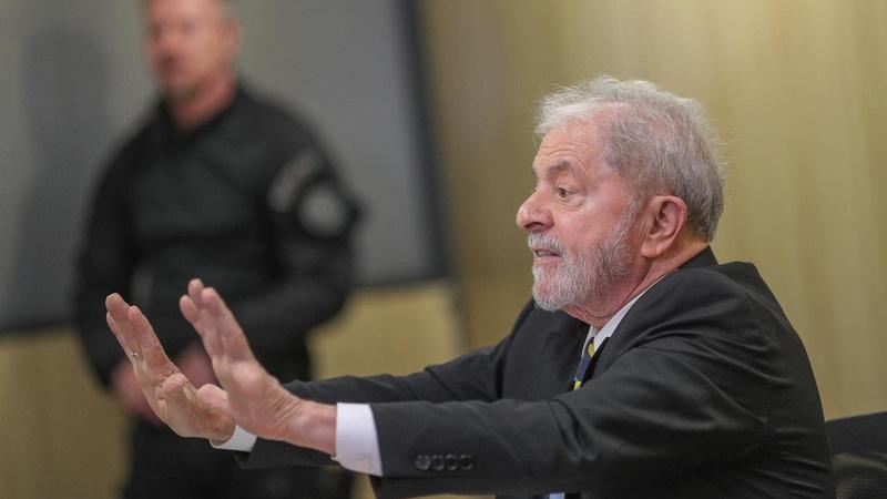 """É verdade que Lula da Silva tem 243 milhões de euros """"depositados no Banco do Vaticano""""?"""