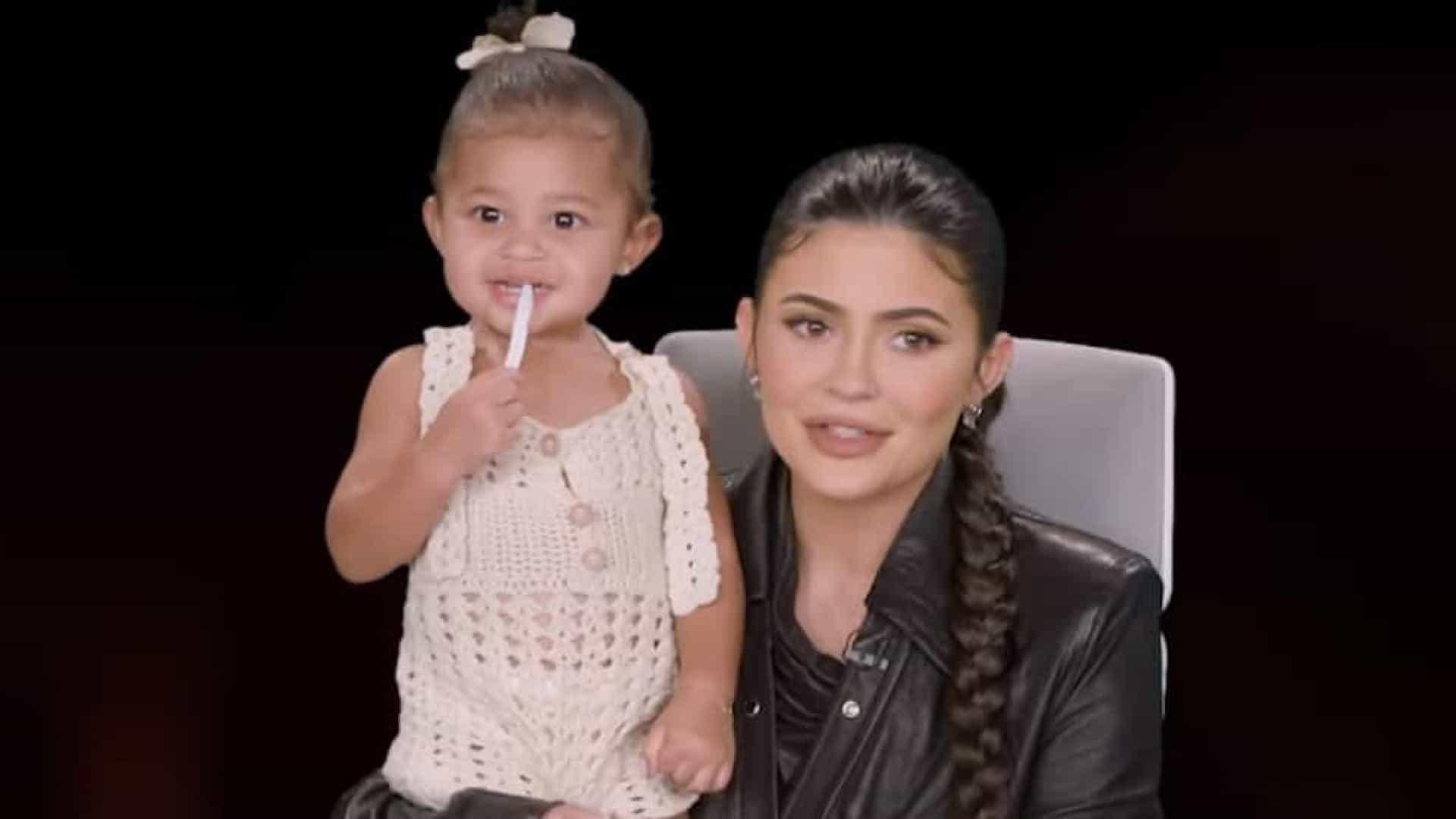 Com apenas 1 ano, filha de Kylie Jenner entra em campanha de maquilhagem