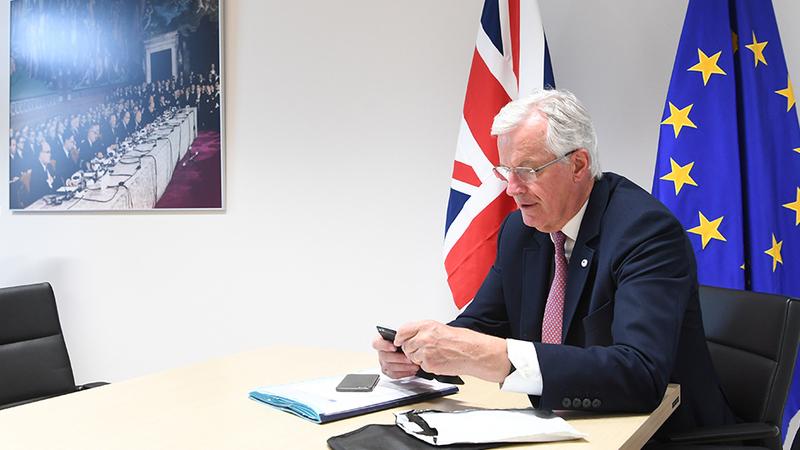 """Brexit: Barnier pronto a começar negociações mas alerta que """"não as concluirá a qualquer preço"""""""