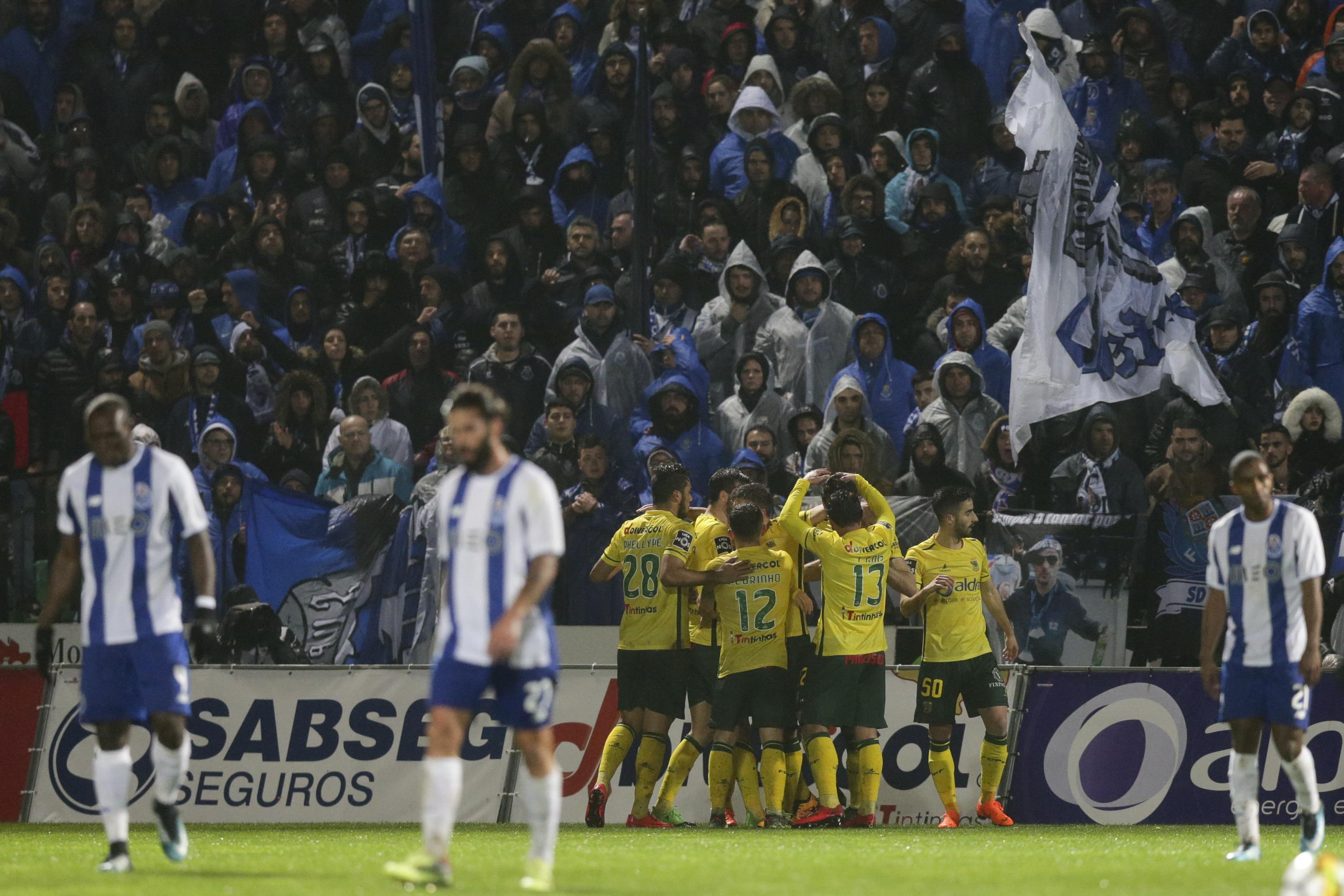 Um alimento vale um bilhete para ver o Paços de Ferreira-FC Porto B
