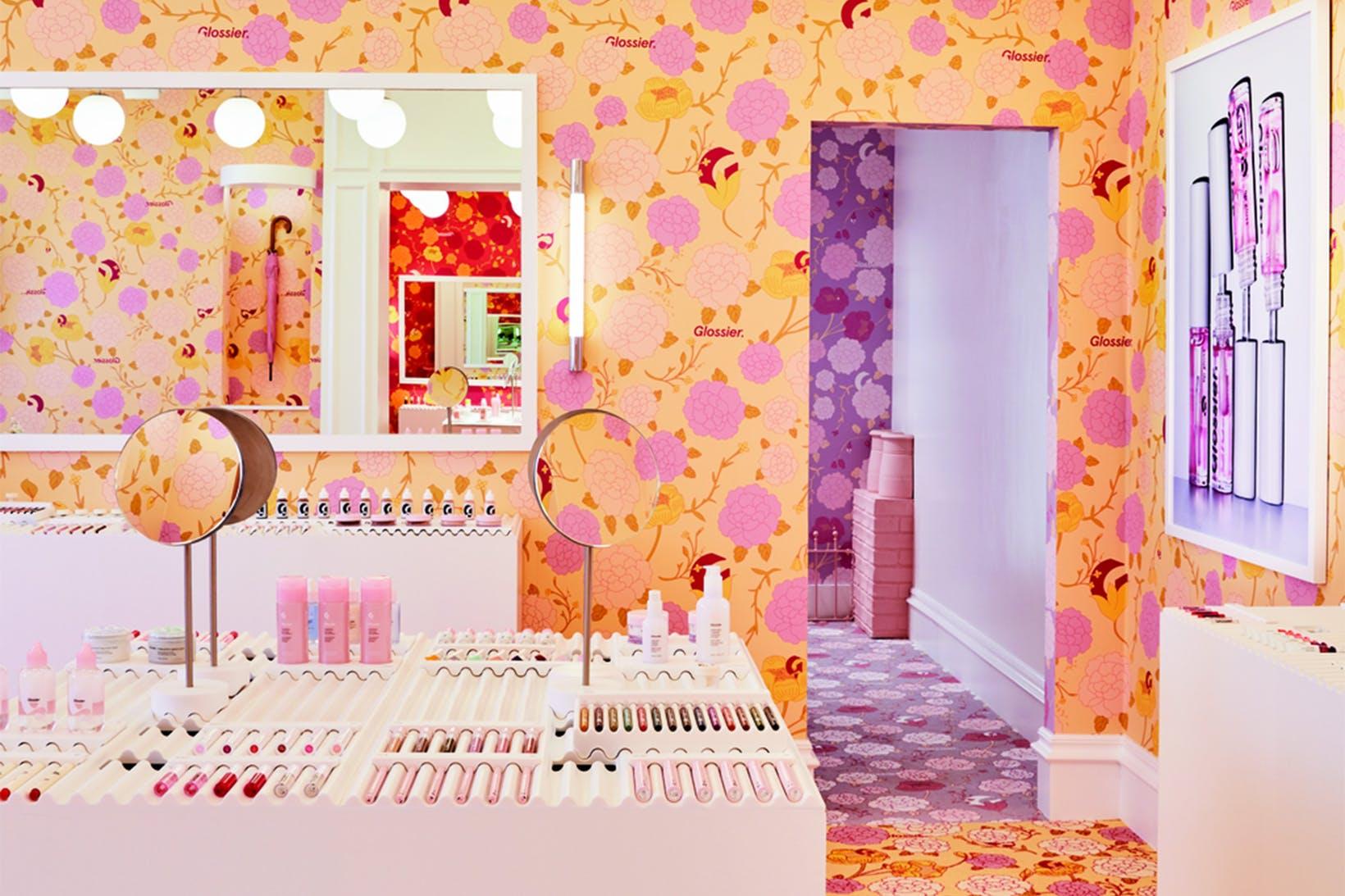 A nova loja pop-up da Glossier é o jardim dos nossos sonhos