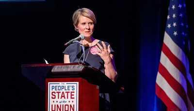 """Mais do que """"Sexo e a Cidade"""": Cynthia Nixon anuncia candidatura política"""