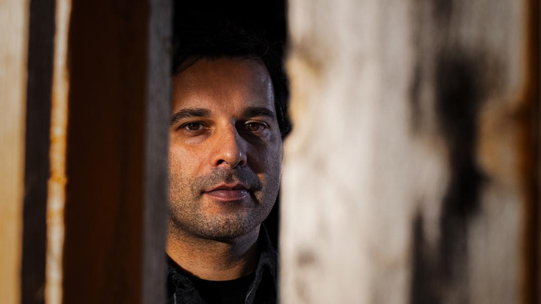 """Pedro Neto: """"O medo é terra fértil e é preciso muito pouco para que ele cresça"""""""